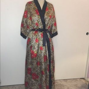 Retro Red Rose Leopard nightgown and robe set